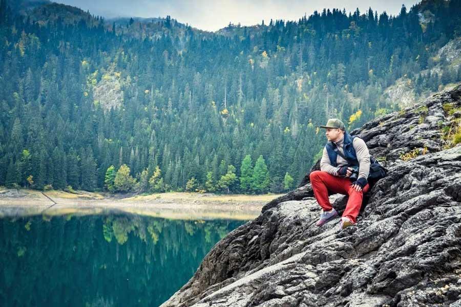 Comment bien choisir son équipement de randonnée ? Liste du matériel nécessaire pour survivre en montagne.