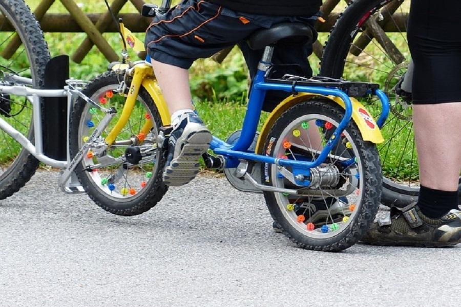 Comment emmener les enfants à vélo à la montagne ? La barre de remorquage